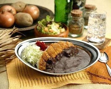東京で食べられるご当地めし「金沢カレー」 コクのあるカレーにキャベツをトッピング