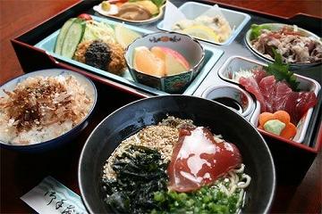 鹿児島・枕崎名物のカツオをぜいたくに使った漁師料理「枕崎鰹船人めしSP」