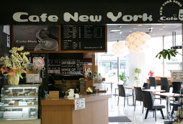 Cafe New York image