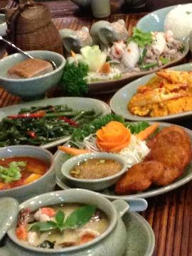 タイ政府公認レストランの「ガパオ」 パンサー&加賀美セイラが堪能