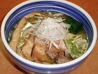 4種類のチャーシューと濃厚なつけダレがたまらない! 「麺屋 翔」の「鶏白湯特製つけ麺」