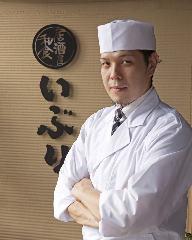 料理長 嶺山 新次郎(みねやま しんじろう)