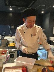 スイーツ部門 料理長 竹田 繁幸(たけだ しげゆき)