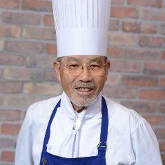 専務取締役総料理長 窪田 好直(くぼた よしなお)
