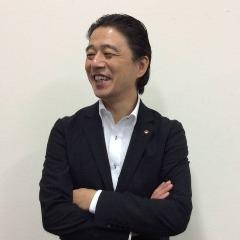 飲食事業部課長 朝来野 郁(あさくの かおる)