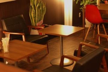 Cafe & Bar Bee