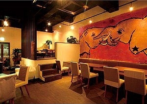 ダイニングカフェ&バーzou