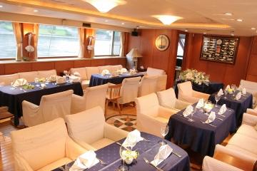 東京湾クルーズ豪華客船アルカディア号