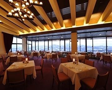 赤倉観光ホテル メインダイニングルーム「ソルビエ」