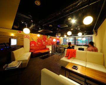 CAFE & DJ‐BAR CROW FOREST 神田店