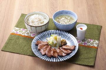 仙台炭焼き 牛たん欅 栃木店