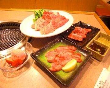 新世界の焼肉屋「かつら」