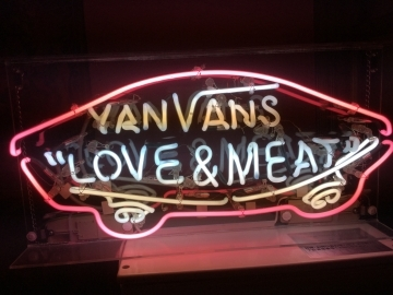 LOVE&MEAT  YANVANS