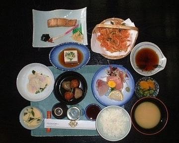 日本料理うおかね